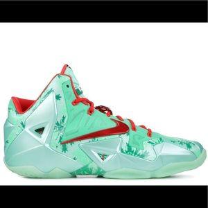 best loved 57a57 49512 Men s Nike Lebron Christmas Shoes on Poshmark